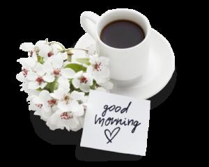 una tazza di caffè con un biglietto e un mazzo di fiori
