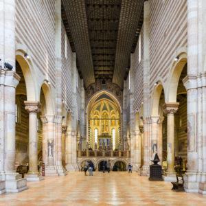 l'interno della chiesa di san zeno di verona